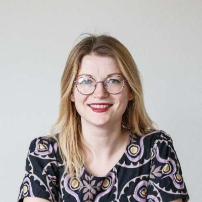Portrait of Dr Laura Bailey