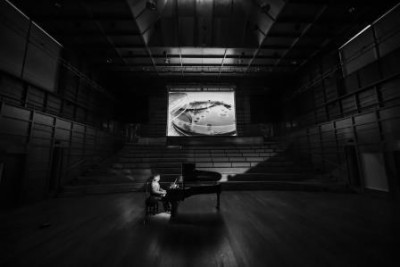 Pianist Dan Harding performing in Colyer-Fergusson Hall