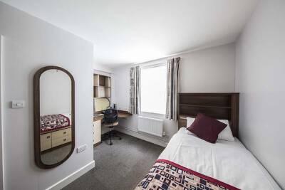 Becket Court, en-suite room