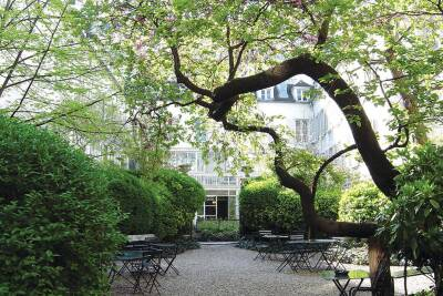 A Paris courtyard in spring