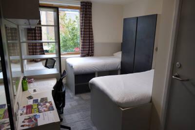 Twin bedroom in Park Wood