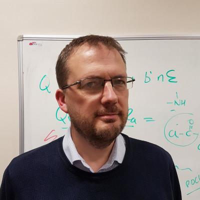 Portrait of Dr Simon Holder