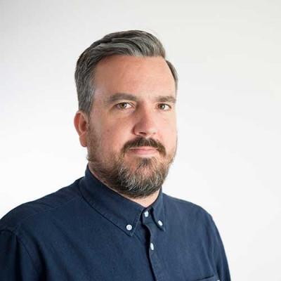 Portrait of Dr Robbie Richardson