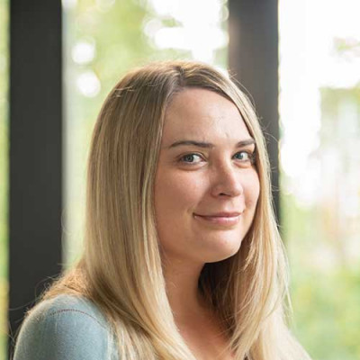 Portrait of Dr Allison Holmes