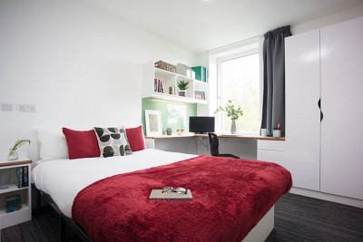 Turing Flat extra large en-suite bedroom