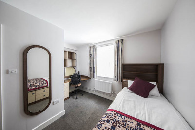 Single bedroom in Becket Court